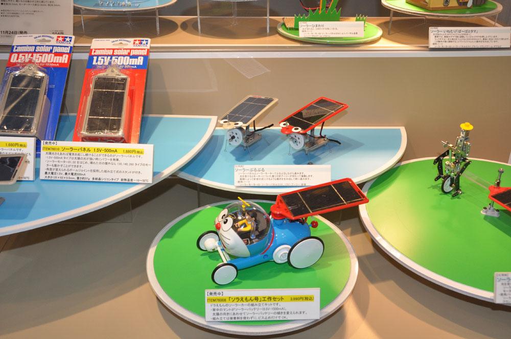注目のオスプレイ、スケールモデルも多彩だ。太陽電池のキットは、最近新しいより効率の良い電池とモーターが発売された