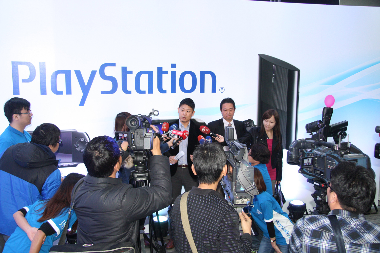 発表会にテレビを含め多くの報道関係者が参加していた