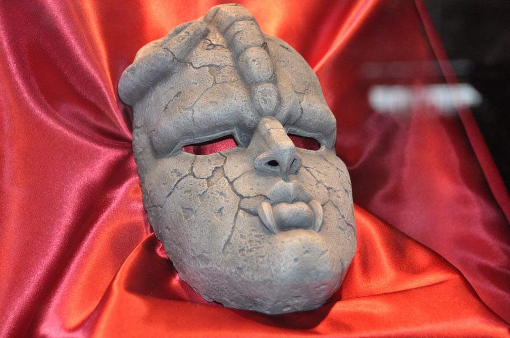 メディコス・エンタテインメントは「ジョジョの奇妙な冒険」に絞った出展を行なっていた。1/1のフィギュアも出展、「石仮面」など出展作はどれも発売日未定だった