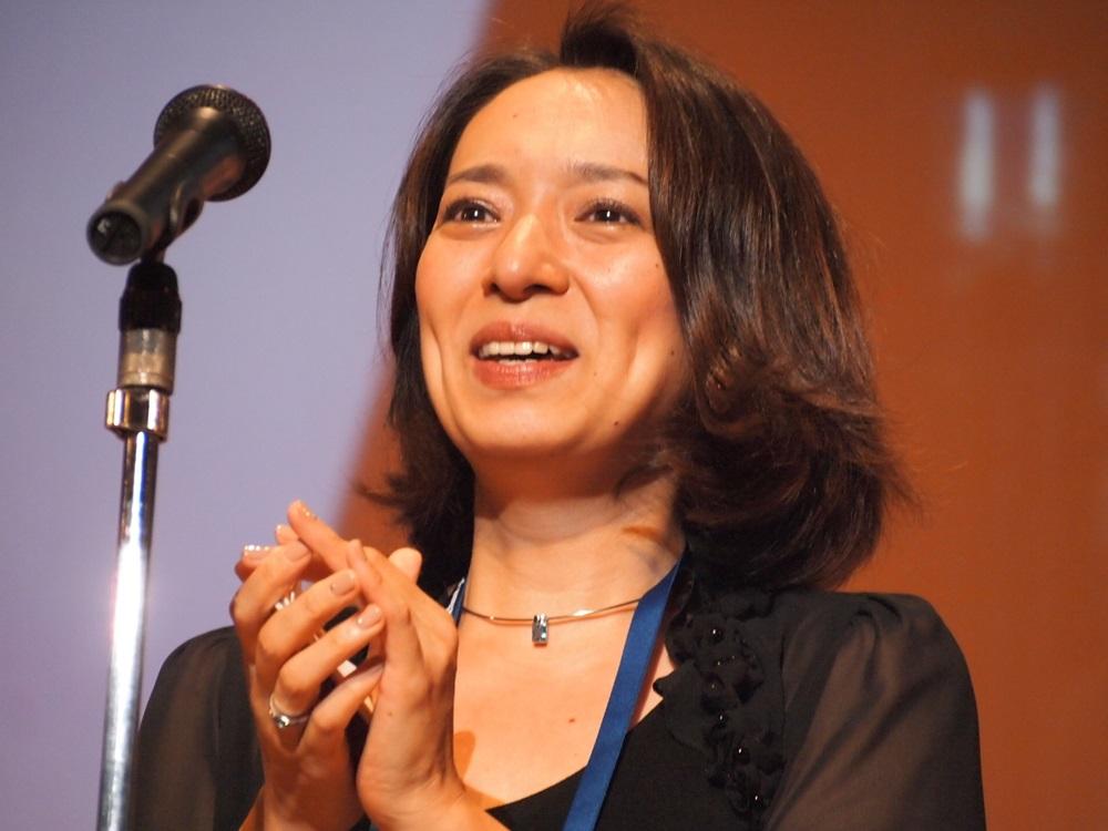 ゲームデザイン部門最優秀賞の故・飯野賢治氏の妻飯野由香さん