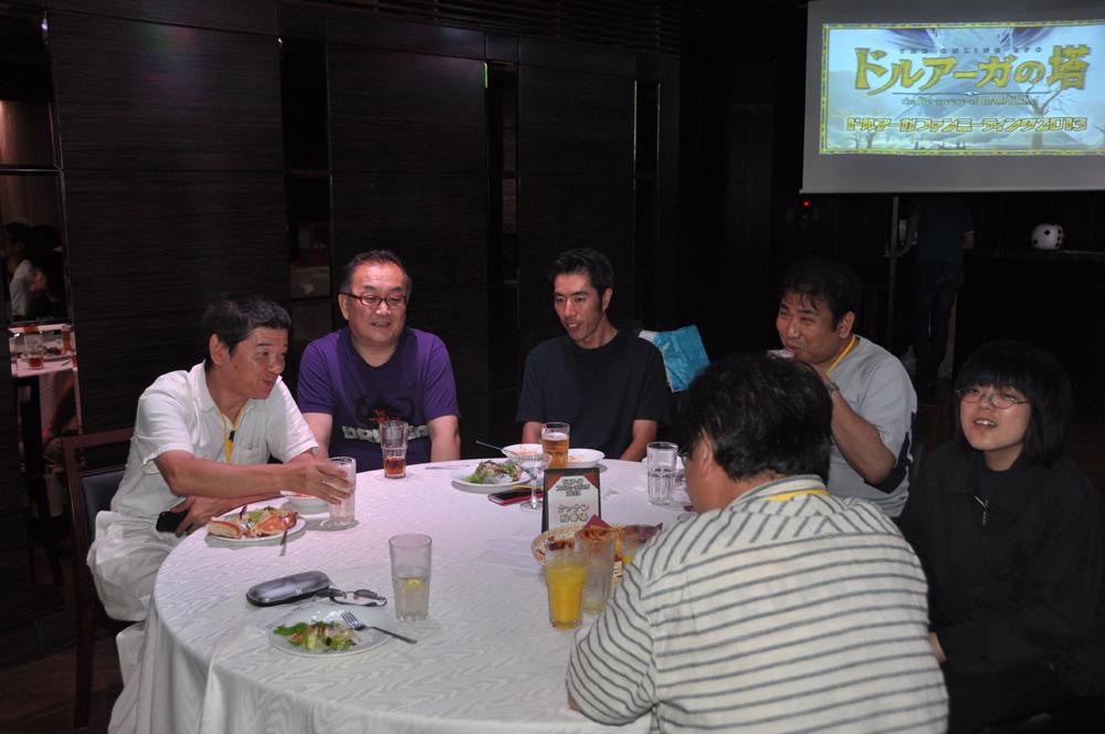 新要素説明中も、遠藤氏は各テーブルを回り気さくに交流を行なっていた