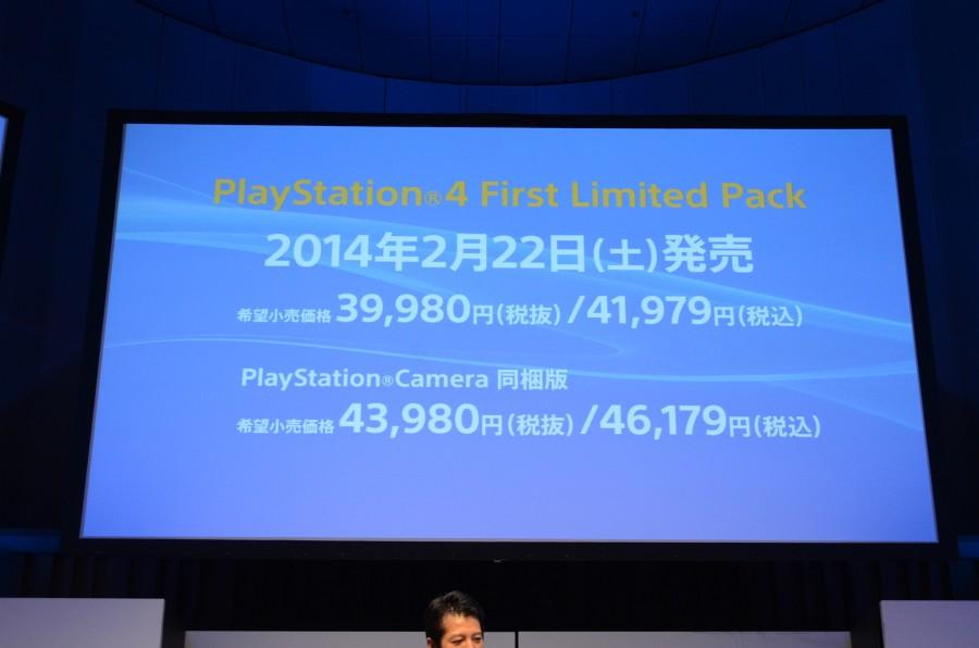 価格は41,979円で、PlayStation Camera同梱版が46,179円