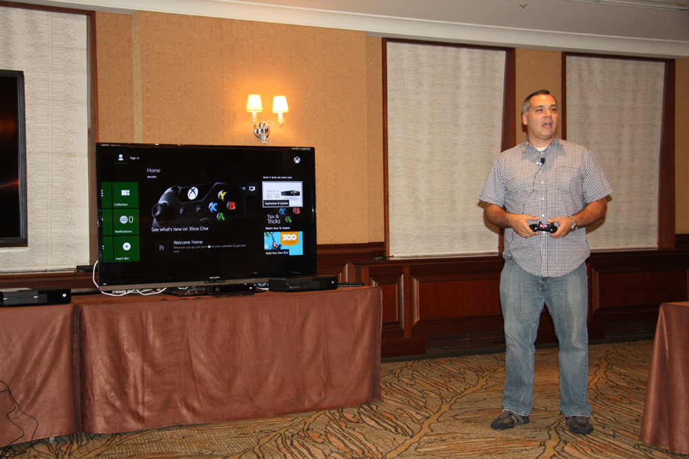写真だけではまったく伝えられないが、Kinectを使ったボイス/ジェスチャーインターフェイスは、Xbox 360から格段に進化している。ぜひ東京ゲームショウで確認してみてほしい