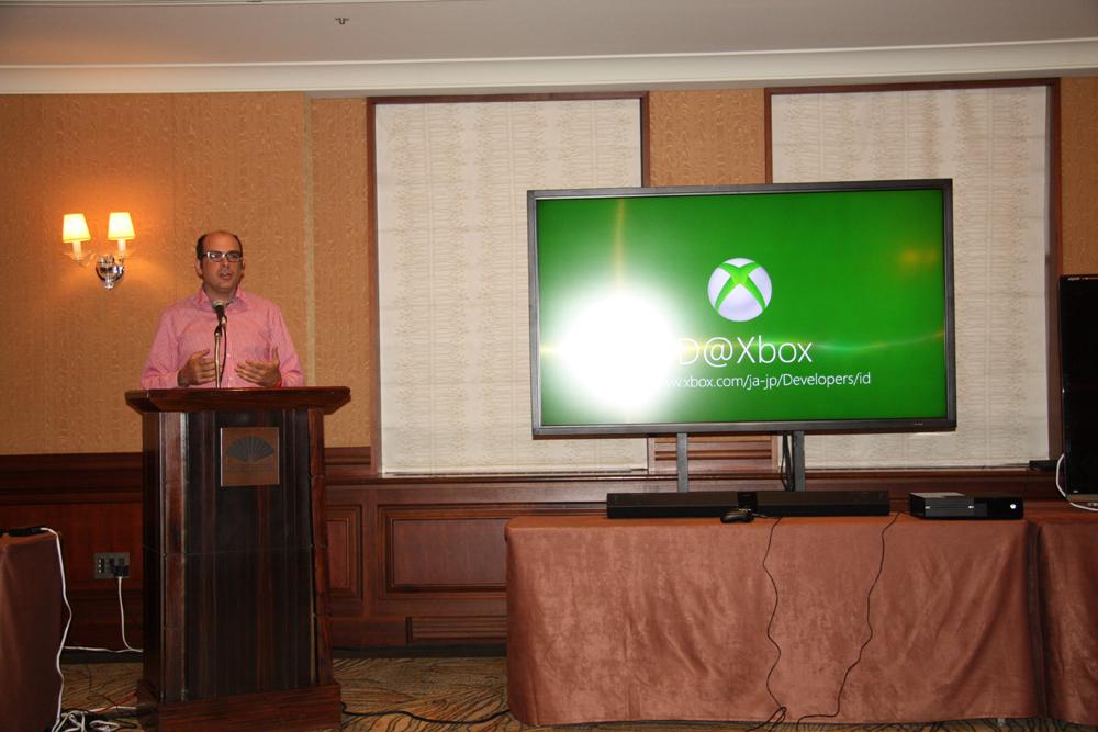 ID@Xboxを解説したクリス・チャーラ氏