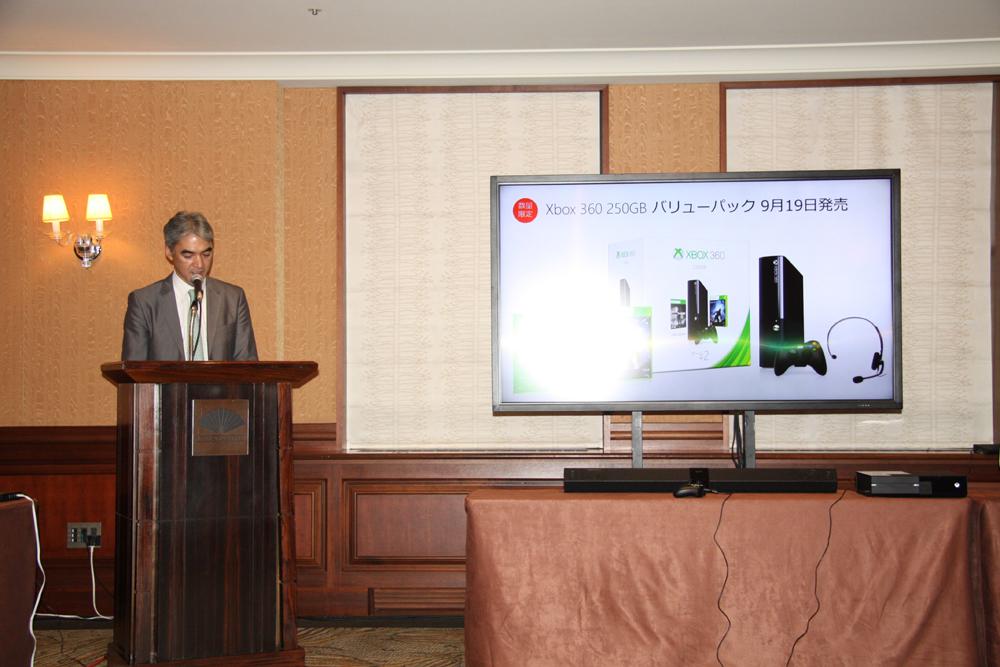 こちらは日本の主力商品となる新型Xbox 360。現行モデルより小型化、薄型化、静音化を実現した製品となる