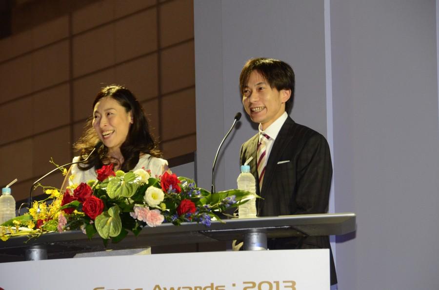 今年の司会者はお笑いコンビ「インパルス」の板倉俊之さんと前田美咲さん