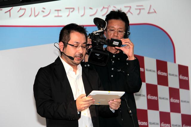 斉藤氏が、実際にdtabでクラウド版をプレイして見せた。会場はWi-Fiの電波が飛び交っているため、有線接続による公開サーバーに接続する形でのプレイとなったが、あまり重さを感じさせずにプレイできていた