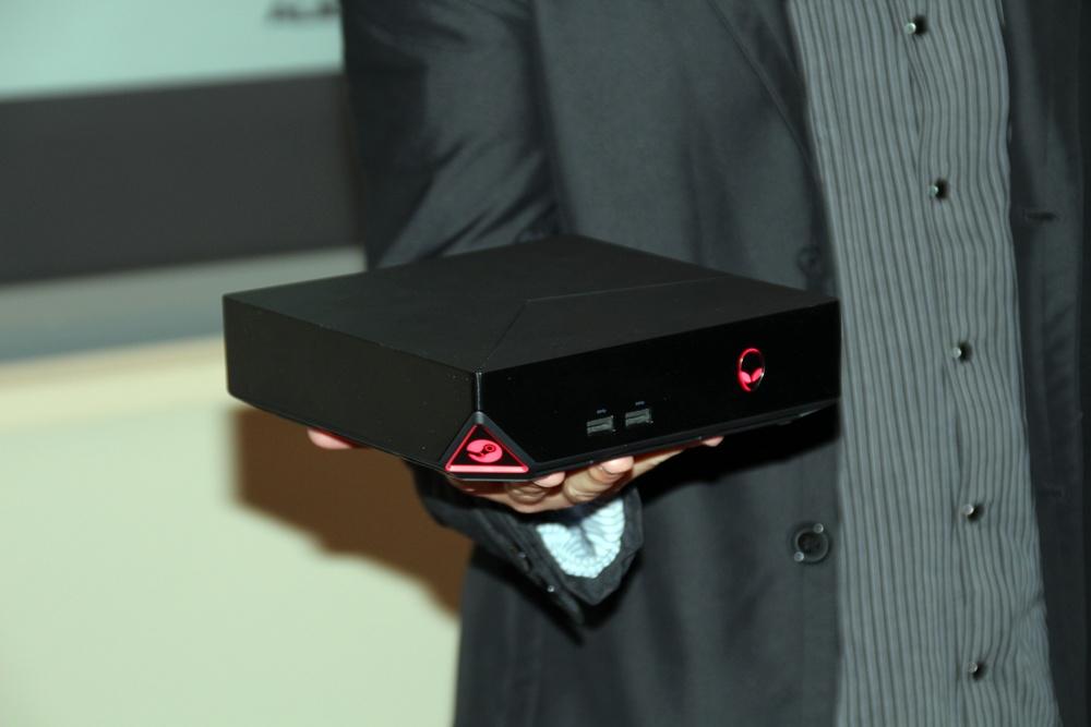 片手で軽々持ち上げられる「Alienware Steam Machine」