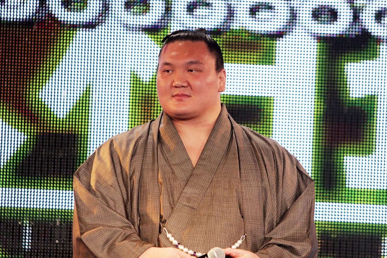 なんと「大相撲超会議場所」開催決定ということで、自身の取組をニコニコ動画でチェックすることもあるという横綱の白鵬関が来場! 会場は熱気に包まれた
