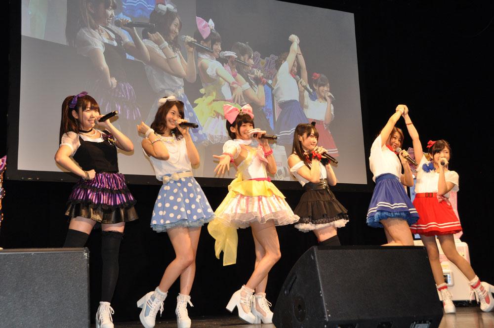 「プリパラ」の主題歌を歌う声優ユニットi☆Ris。劇中でもキャラクターを担当する。主人公らぁらを演じる茜屋日海夏さん、みれいを演じる芹澤優さん