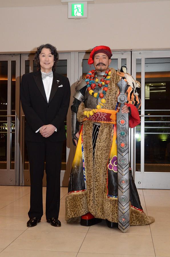 終演後、ロビーに姿を見せた襟川氏とプロデューサーの小笠原賢一氏(上画像・右)