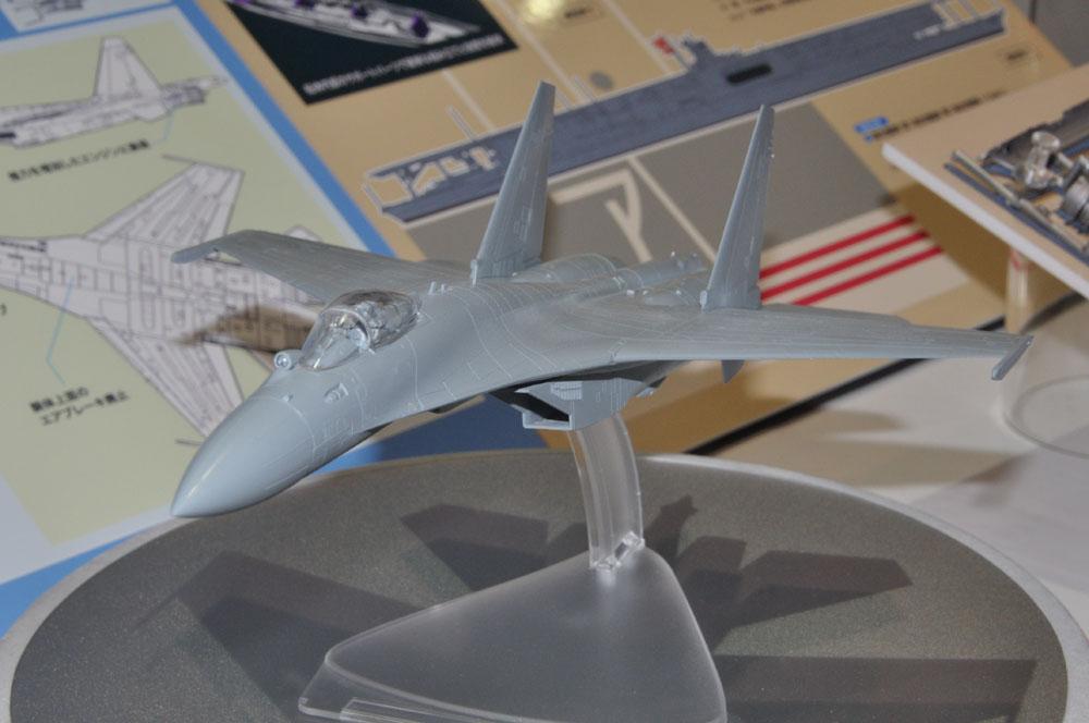 「1/72 Su-35S フランカー」エンジンの可動を選択式で再現。7月20日発売、価格3,600円(税別)