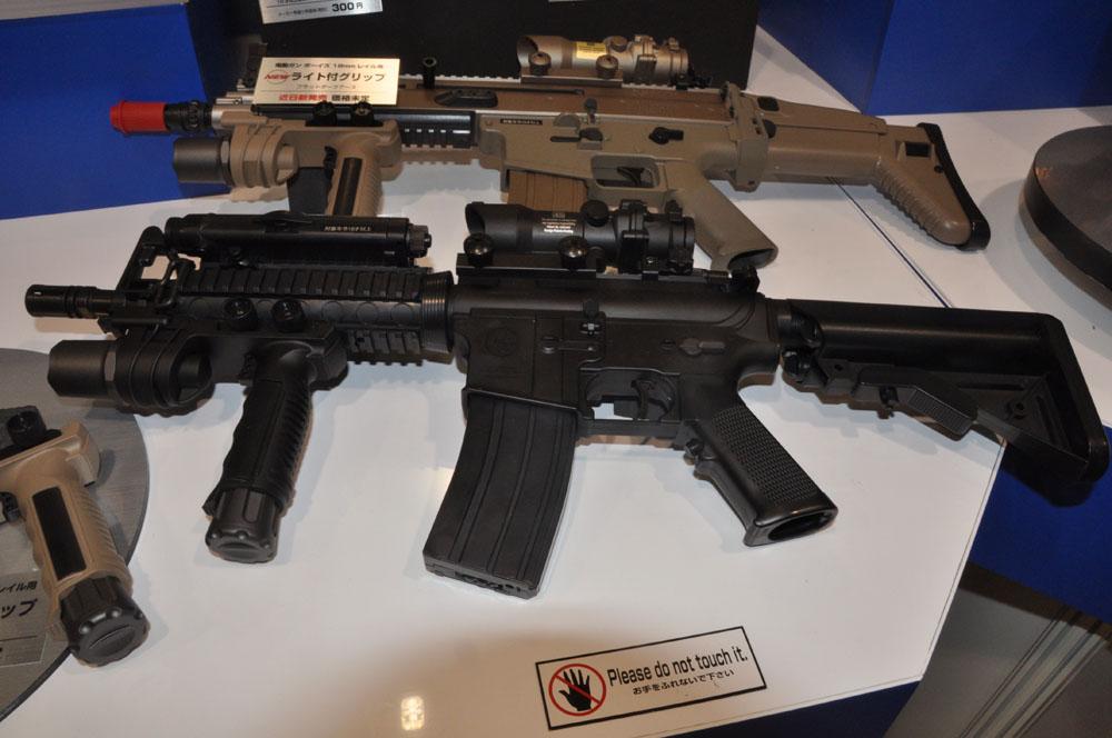 対象年齢10歳以上の、実銃の85%のサイズの「ボーイズ」シリーズ。カスタム用パーツも充実している
