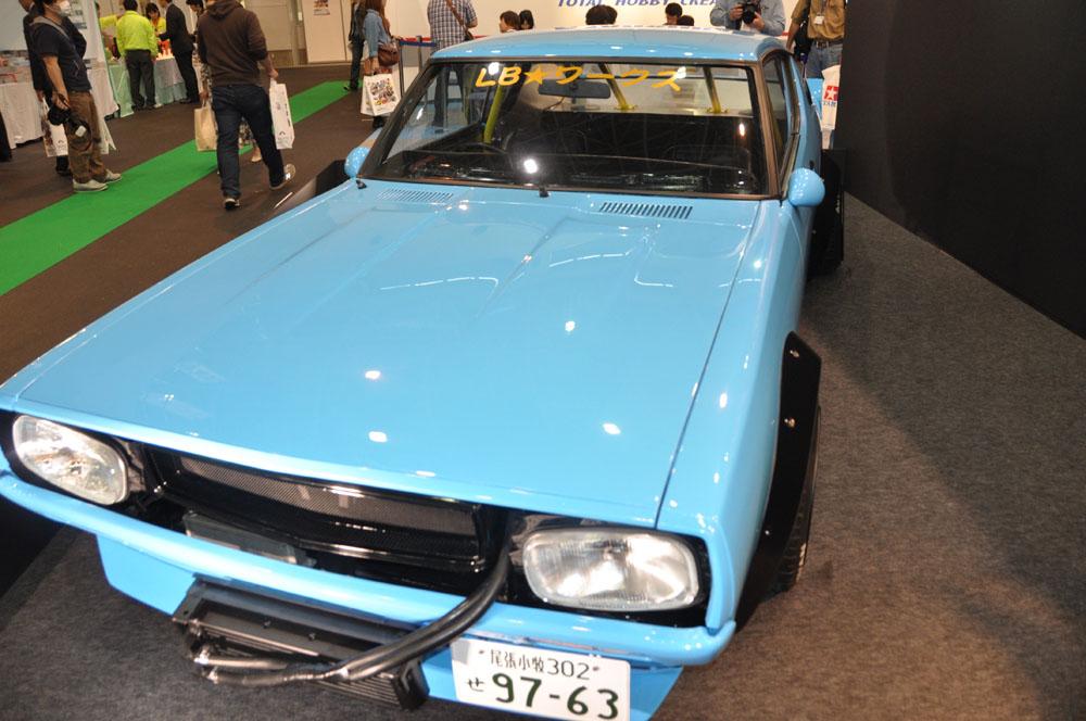 「1/24 LBワークス ケンメリ2Dr 2014Ver.」。7月発売、価格各3,200円(税別)。会場では実車も展示されていた