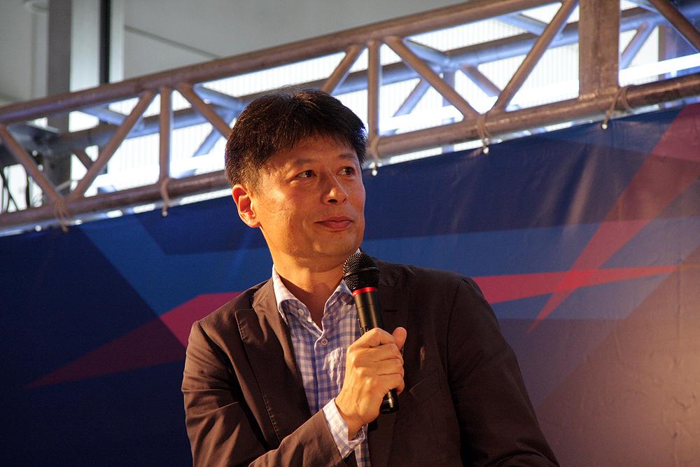 取材を元に名波氏に様々な質問をぶつけ、サッカーの見方、楽しみを引き出した朝日新聞の編集委員・潮智史記者
