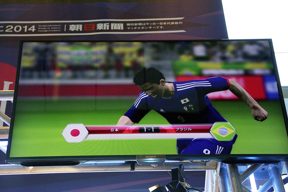 トークショーで行なわれた、対ブラジルのシミュレーション。先制されるも岡崎慎司選手のゴールにより日本代表が同点に追いつく展開に!