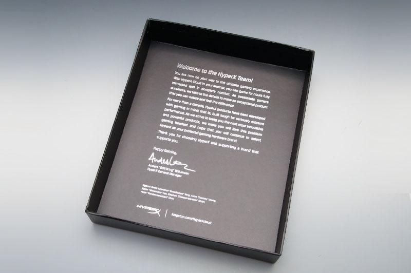 化粧箱から価格以上の豪華な出で立ち。フタを開けるとWelcomeの文字が迎えてくれる