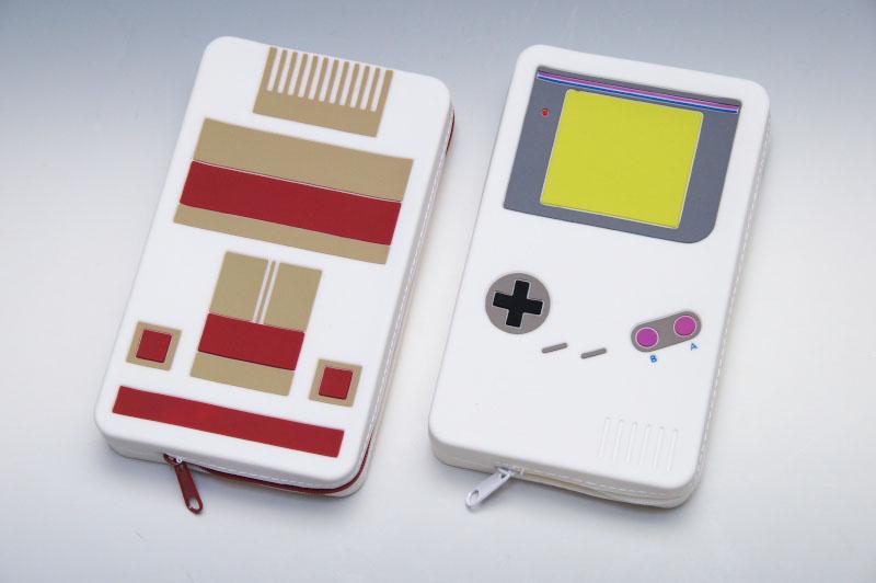 某家庭用ゲーム機と、某携帯ゲーム機をモチーフにしたシリコン製の3DS LL用ポーチ