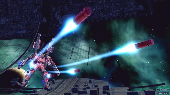 脚部のハンド・グレネードを発射するチャージ格闘。格闘武装との違いは移動しながら撃てないこと