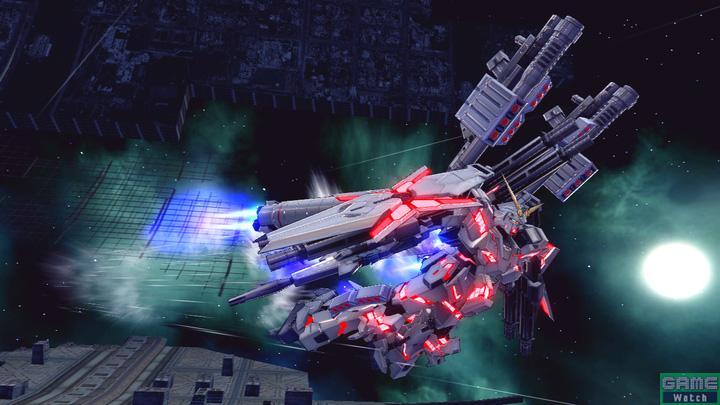 特殊格闘武装の特殊移動/大型ブースタ射出は、レバーN後だと敵に向かって高速で接近した後、大型ブースターを分離させる。レバー左右の場合は、その場で側転しつつ、大型ブースターを敵に向かって射出する。技の開始と同時に、形態が変わる。形態が変わると攻撃アクションも大きく変化するので間違わないように注意すること