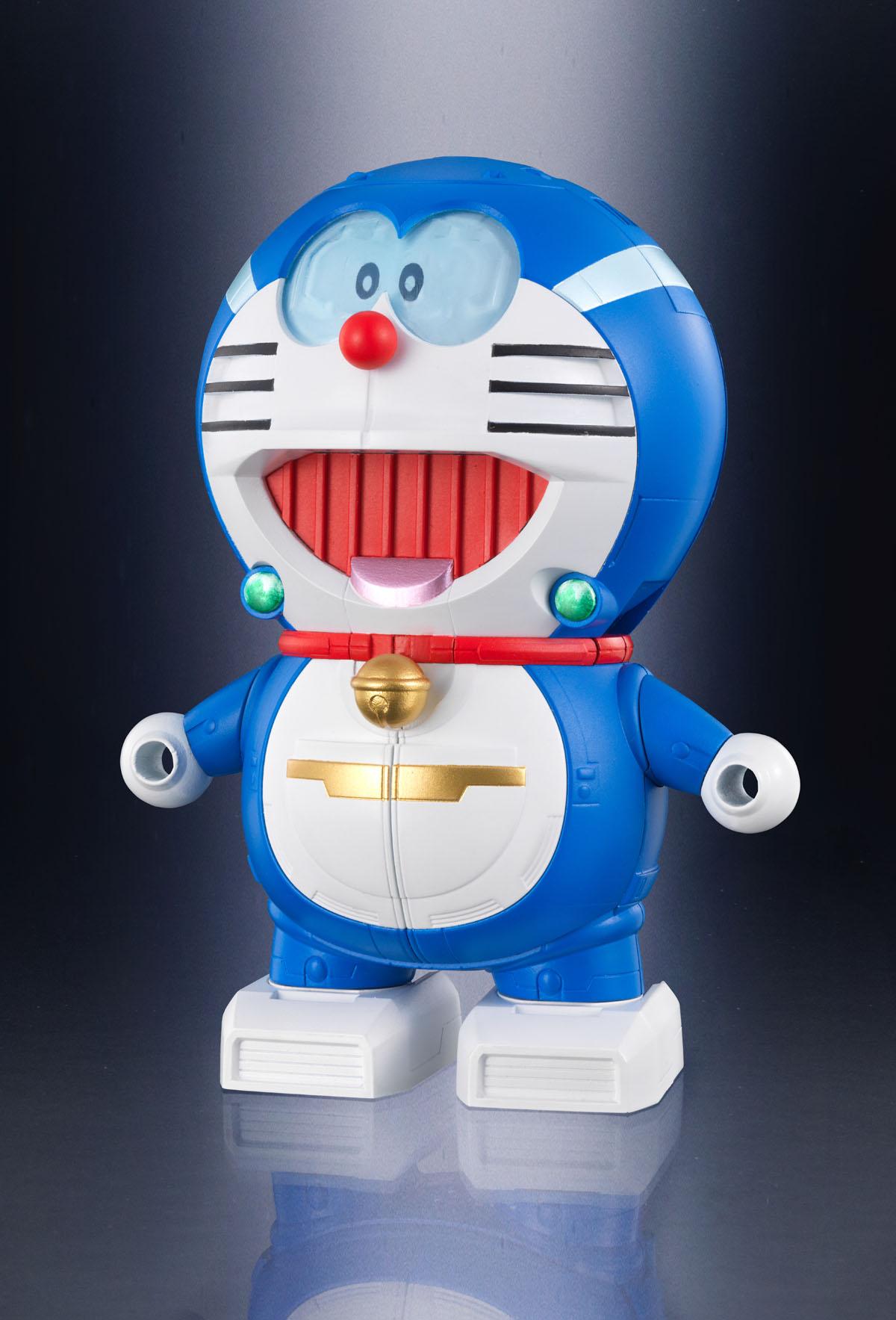 """「ドラえもんロボット」。口やお腹のアレンジは、""""巨大ロボット""""を意識したもの"""