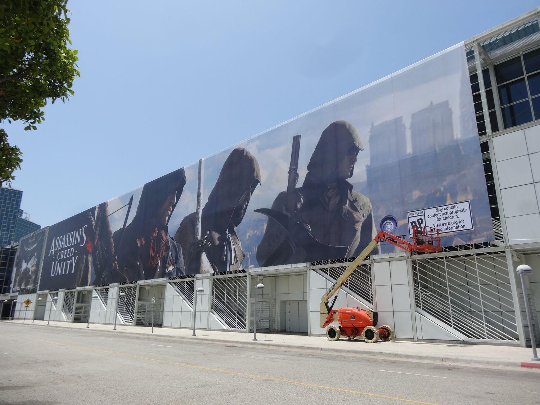 ゲーム性を示唆しているのか、4人のキャラクターが描かれている「Assassin's Creed Unity」の意味深な広告