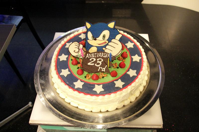 サイン会場横にケーキの実物が展示されていた