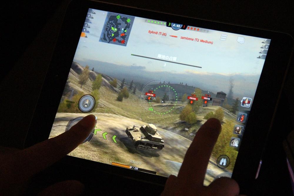 試遊スペースにはiPad miniが置かれ、自由に「World of Tanks Blitz」をプレイできた