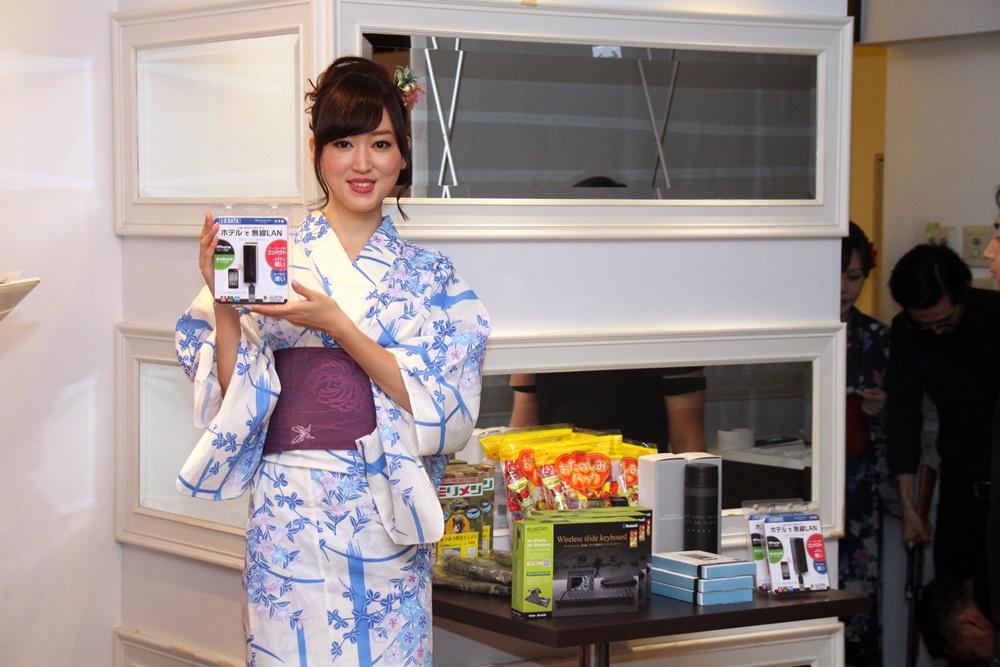 射撃と射的をひっかけて、日本らしいイベントを開催。景品はそのままお土産となった