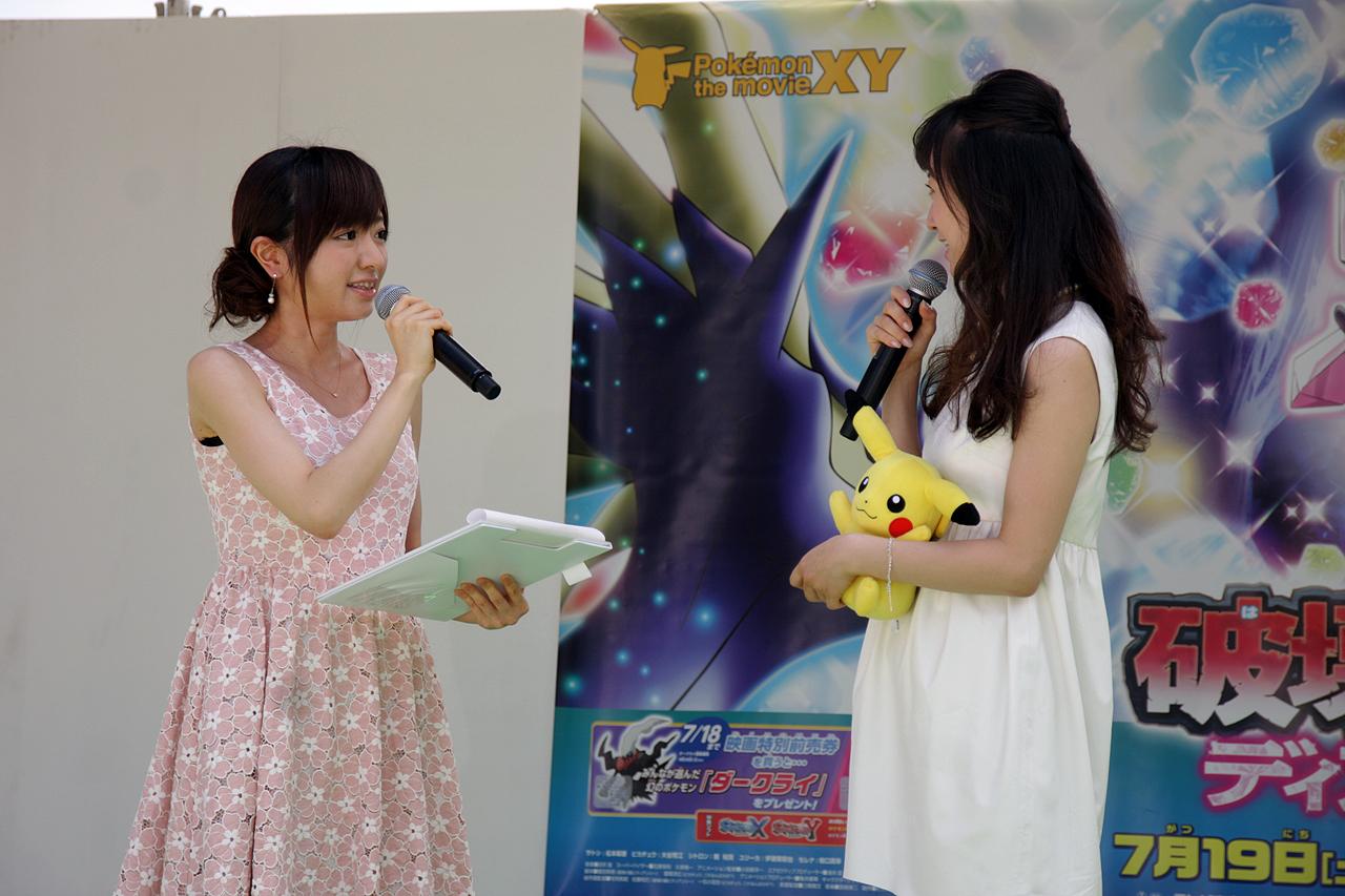 トークショウで聞き役を務めたのはテレビ東京の紺野あさ美アナウンサー(もとモーニング娘。のメンバー)