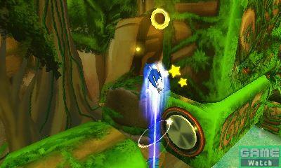 """ソニック自慢の高速アクションは3DS版でも健在だ。ブーストを使った高速移動はもちろん、ホーミングアタック、スピンダッシュを駆使して、ステージを駆け抜ける。さらに、専用スペシャルアクションとして、ジャンプ中に上下左右方向にダッシュする""""エアーダッシュ""""が登場。エアーダッシュを使うことで縦横無尽に空中を飛び回ることができる"""