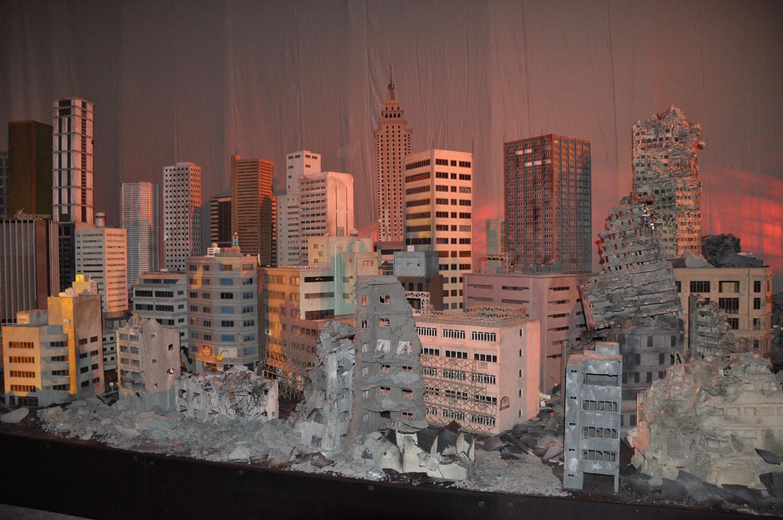 8月8日より公開された映画最新作「トランスフォーマー/ロストエイジ」の舞台をイメージしたジオラマ。日本の特撮映画スタッフが制作に協力しているという
