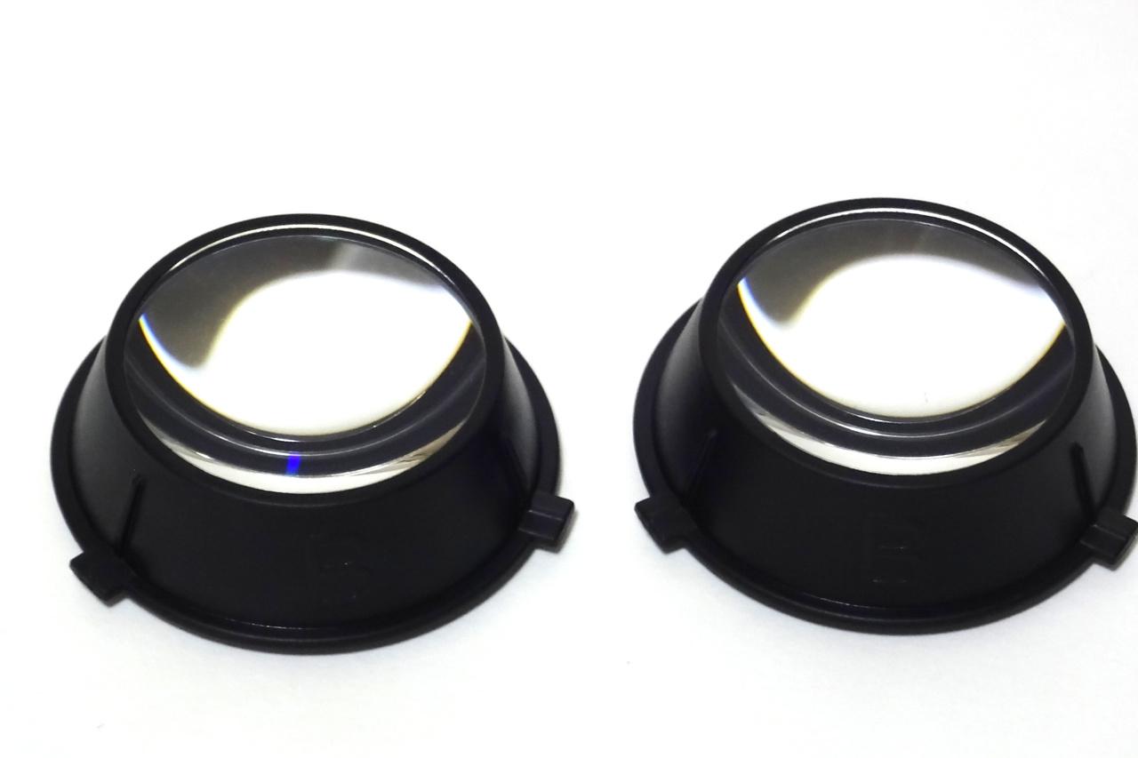 高視野角を確保するための大型レンズ。軽度近視用のBバージョンも付属