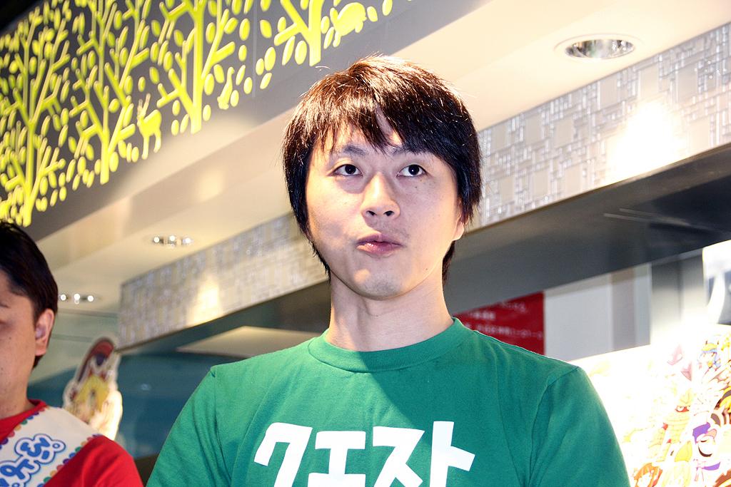 1,100万ダウンロードを達成したと発表した、セガネットワークスの「ぷよぷよ!!クエスト」運営プロデューサーの高 大輔氏