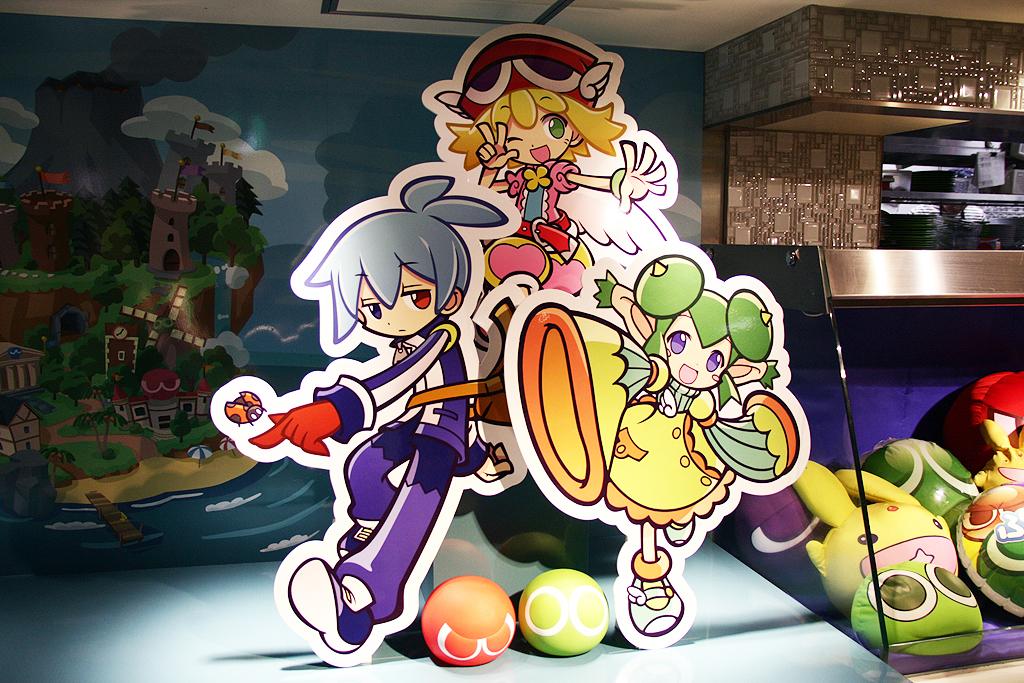 店内には様々なキャラクターのパネルが置かれている