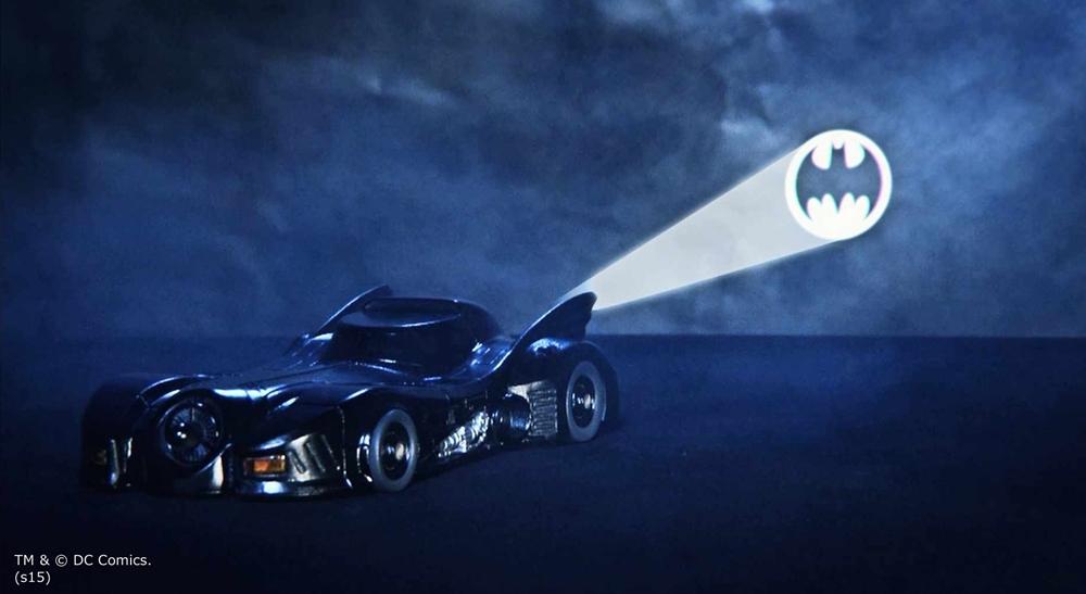 後部のライトでは、バットシグナルを映し出せる