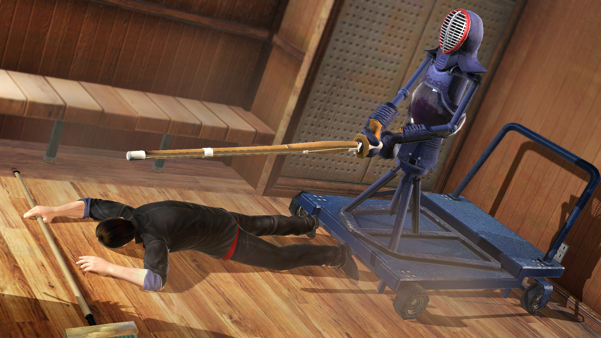 仕掛け「剣道マシーン面」により、「面」が決まったシーン。他にも「胴」、「突き」を打つ「剣道マシーン」が存在する