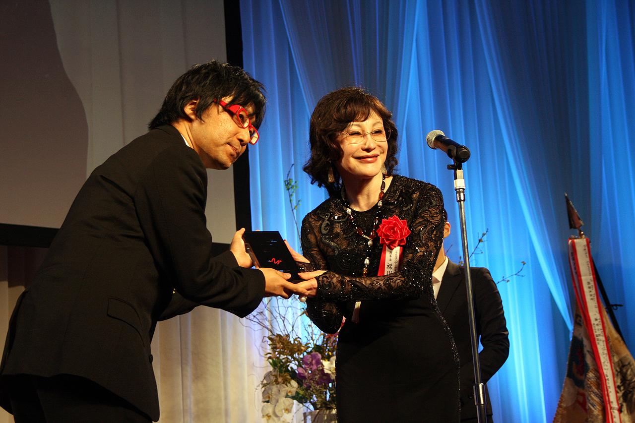 AMD理事長賞を受賞したのは、世界展開も果たした「SmartNews」