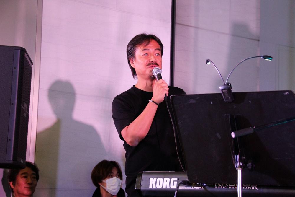 会場ではサプライズゲストとして、ミストウォーカー代表取締役社長の坂口博信氏が登場。3月21日は植松氏の56回目の誕生日ということで、そのお祝いも行なわれた