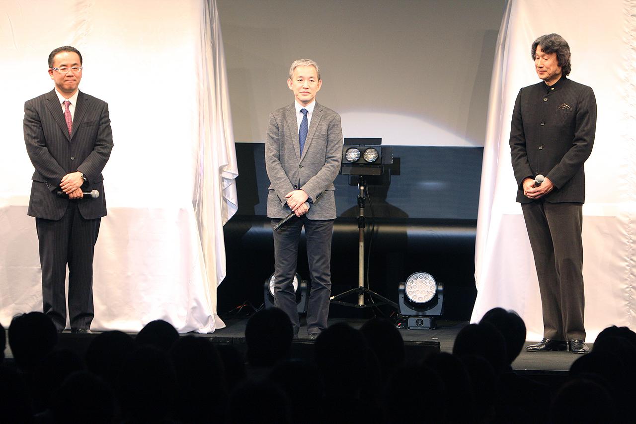 中央がソニー・コンピュータエンタテインメントジャパンアジアの盛田厚プレジデント。PS4のコアを使用していると言うことで移植への期待感を語った