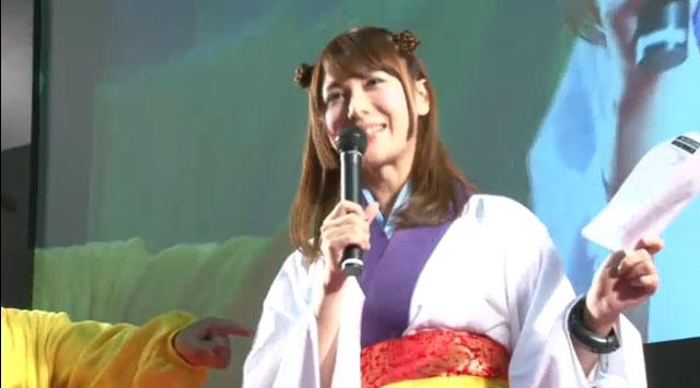 原田氏はJAEPO 2015でも話題を呼んだピカチュウ姿。椿姫彩菜さんはユキメノコ風の衣装で登場