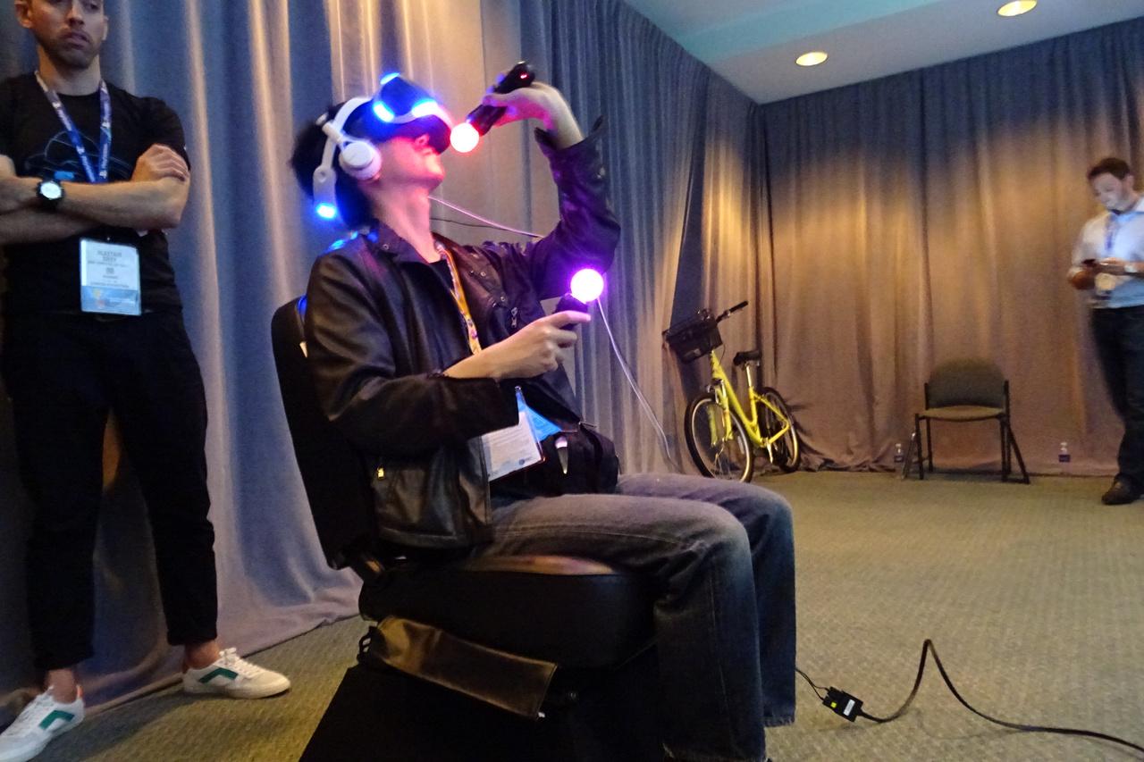 Morpheusで本格VR体験を可能とするのはPlayStation Move。あるとないとでは体験の説得力が段違いだ
