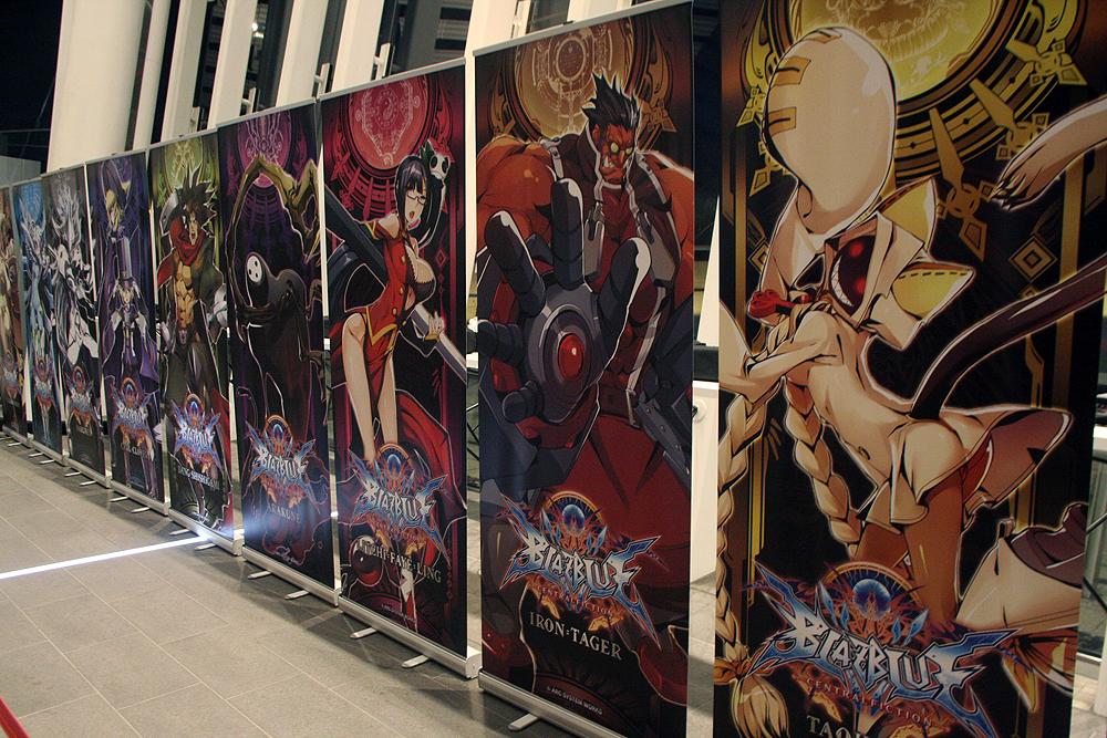 イベント終了後は入り口にキャラクターのポスターが張り出され、来場者がポスターの撮影のためごった返した