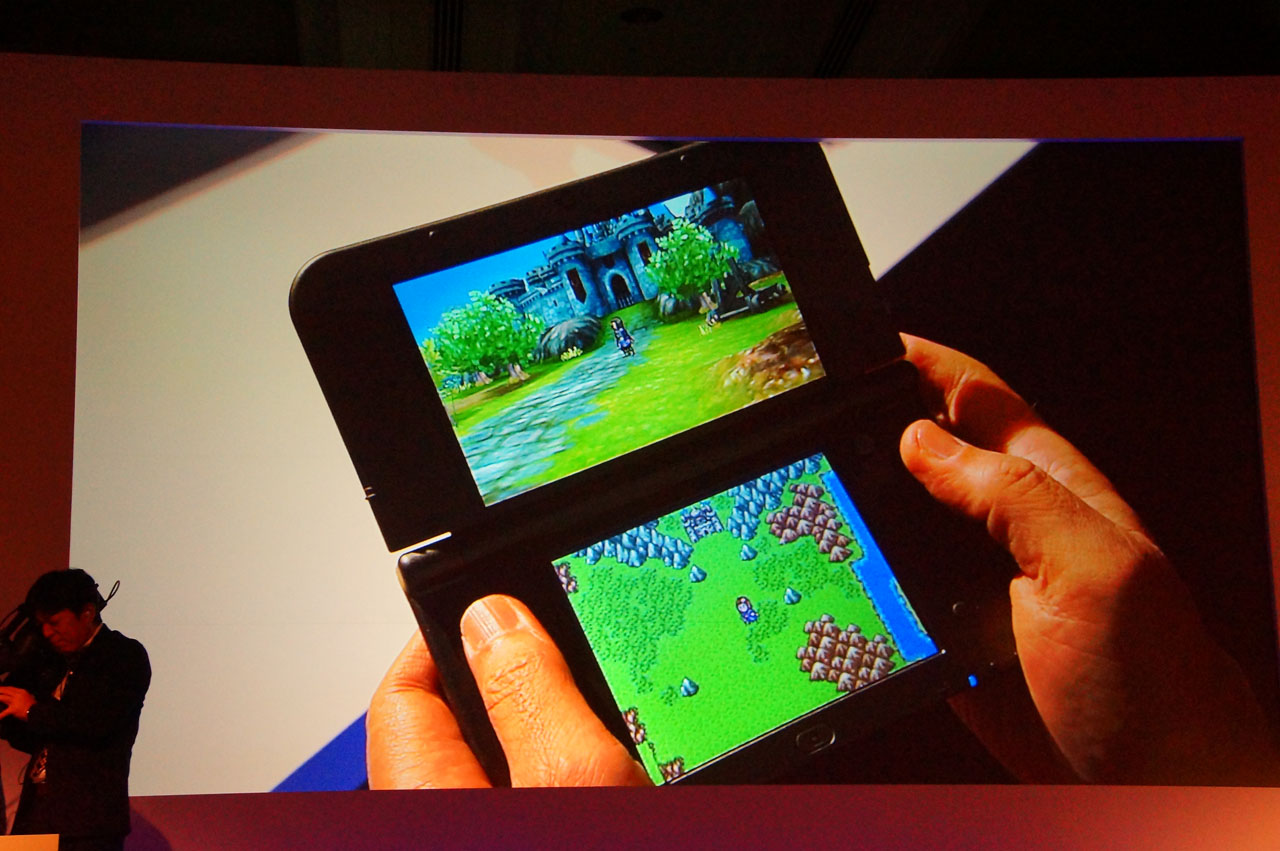 3DS版はなんと、スライドパッドで操作すれば上画面の3Dグラフィックスで、十字ボタンで操作すると下画面のドット画がメインに! 自分の好みのテイストで楽しめる