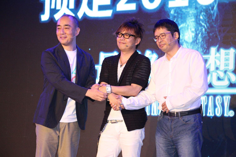 会場には運営を担当するShanda GamesのCOOも駆けつけ、3人で発売決定を祝福した