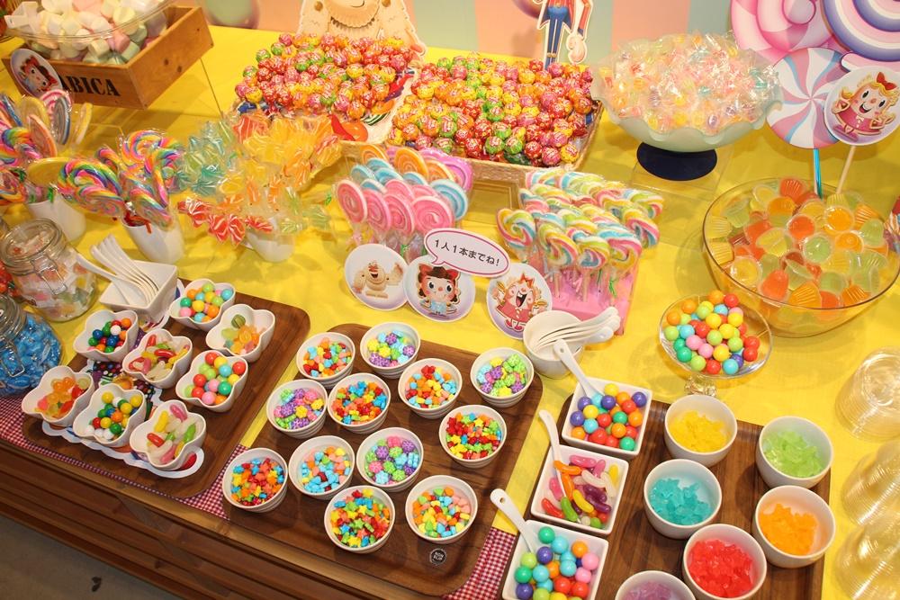 店内の至る所に「キャンディークラッシュソーダ」のモチーフが。BGMもゲームと同様のものが流れており、その雰囲気をたっぷり楽しむことができる