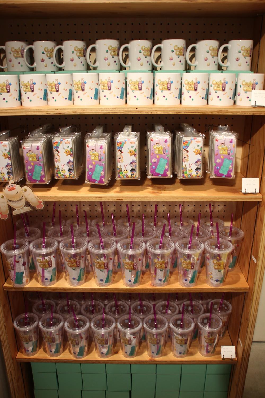 マグカップやスマホケースなど「キャンディークラッシュソーダ」グッズも販売されている