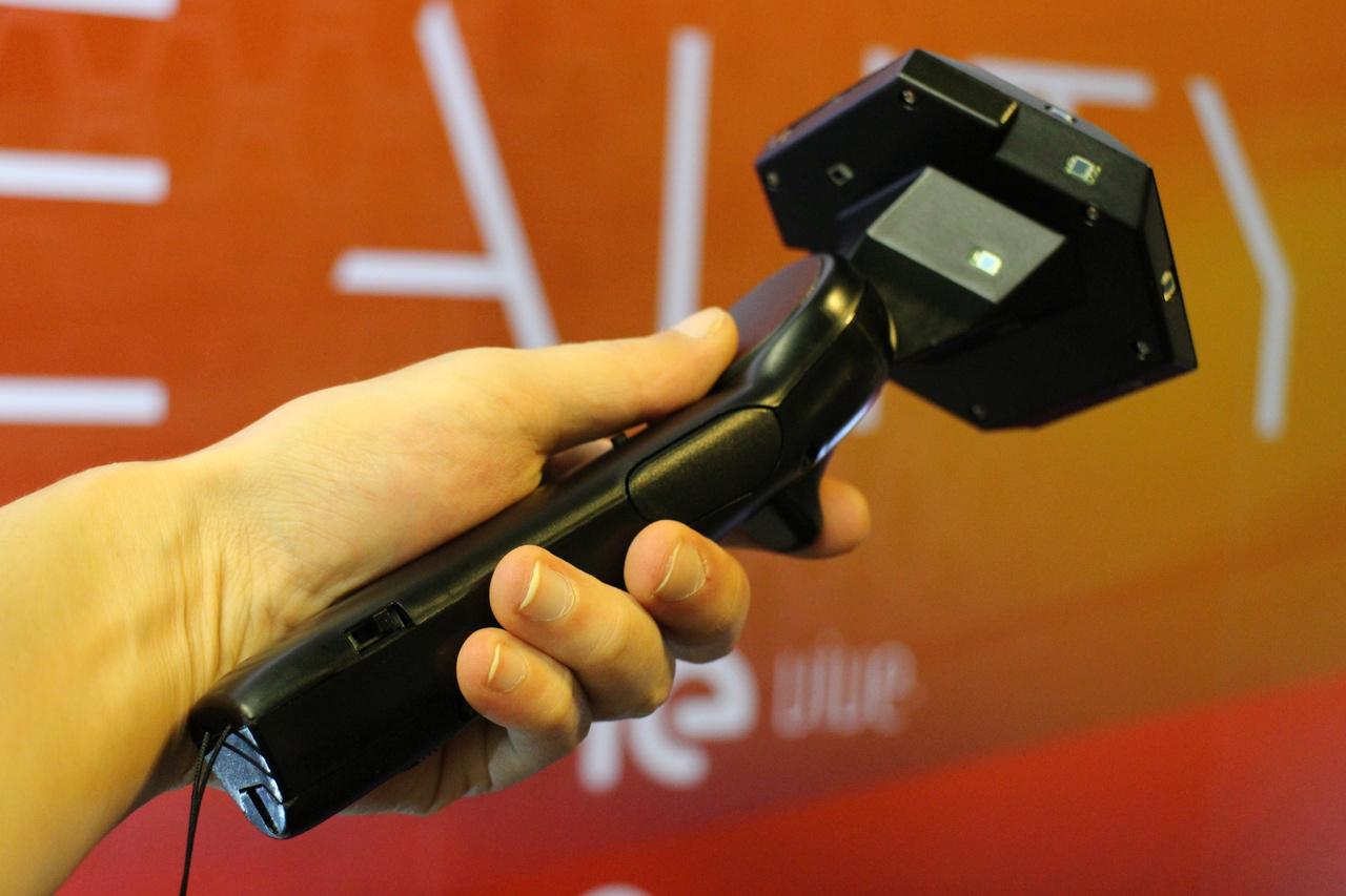 「HTC Vive」はVRコントローラーが標準付属するため、当初よりこれを活用したゲームが開発されている