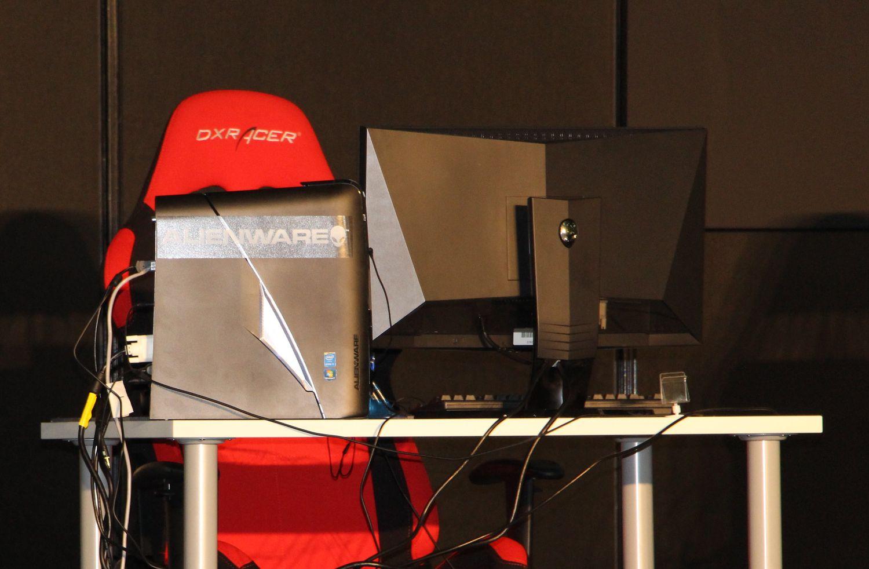サイバーゲームズアジアのメインスポンサーはALIENWARE。メインステージにはスリムタイプのゲーミングデスクトップ「ALIENWARE X51」が競技用PCとしてずらりと並べられていた