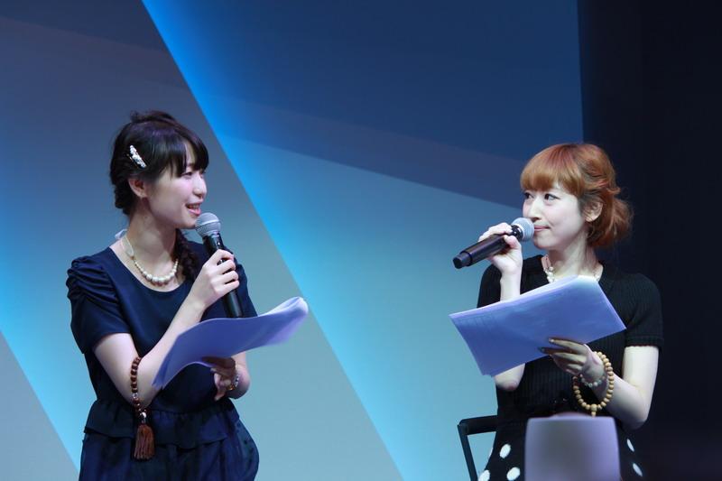 「サラ」役の声優・五十嵐裕美さん(左)、「メリーアン」役の声優・松井絵里子さん(右)